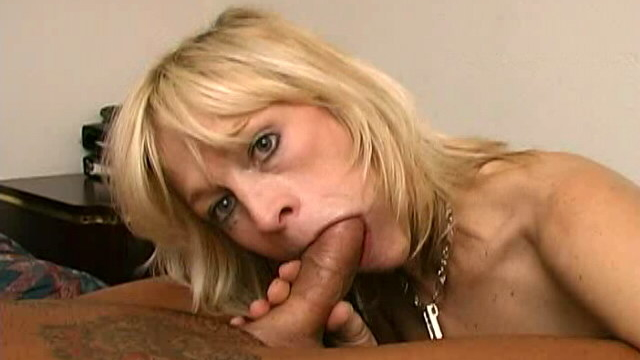 adorable-blonde-granny-kari-sucking-a-monster-cock-with-lust_01