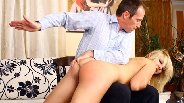 amateur-spanking-series-hanas-spanking_01