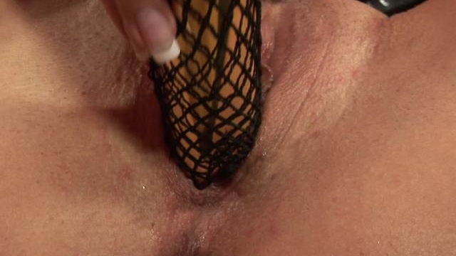 amazingly-office-babe-dildoing-her-succulent-beaver-hard_01