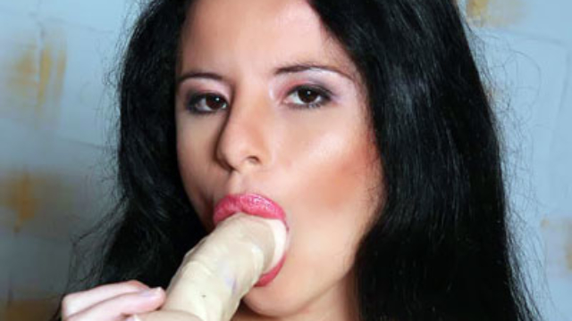 ana-carolina-mouthing-a-dildo_01