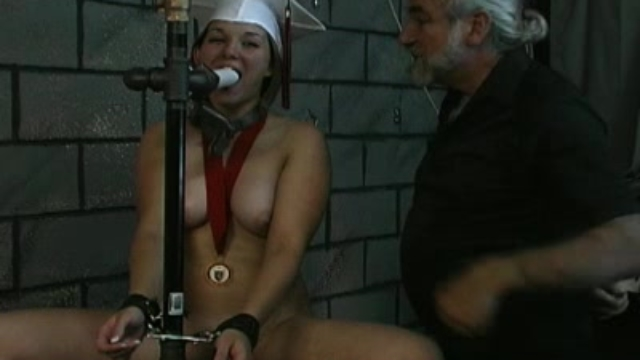 angelina-loves-to-play-bdsm-games_01