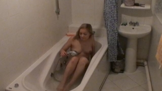 Ardent blond voyeur babe Marina masturbating pussy in bath tube