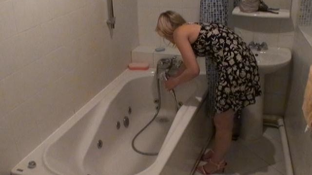 ardent-blonde-voyeur-nymphet-marina-in-the-bathroom_01