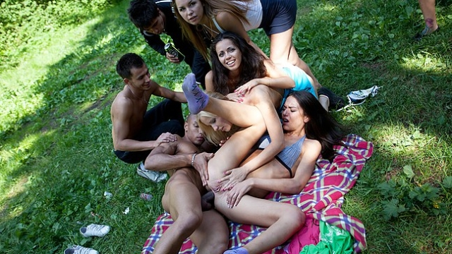 ass-fucking-at-sex-picnic-in-the-woods_01