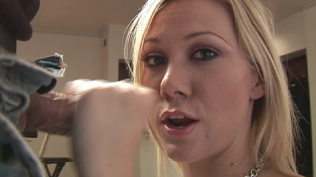 attractive-blonde-girl-sammy-wanking-and-sucking-a-massive-phallus_01
