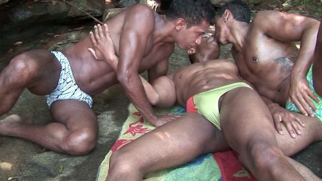 attractive-gays-bruno-junior-and-thiago-sucking-their-monster-black-shafts-on-an-island_01
