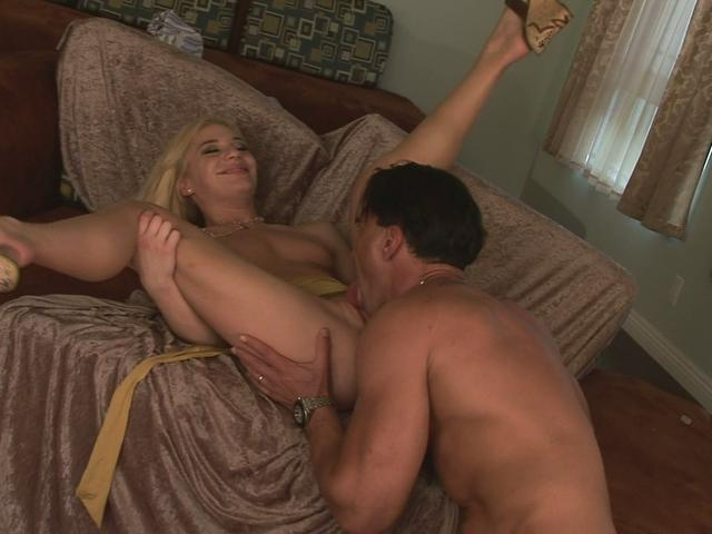 Aurora Snow Spreads Her Legs And Gets Her Pussy Licked Xmovie Zone XXX Porn Tube Video Image