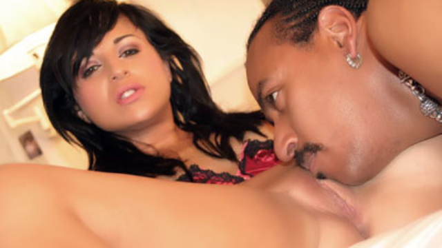 avy-lee-roth-does-interracial-sex_01