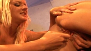 Barbara Summer and Crissy Cums lick each other's pussy
