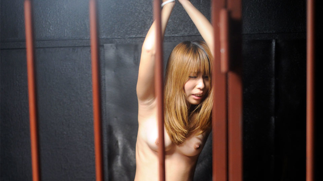 beautiful-lady-gets-rammed-in-the-prison-cell_01