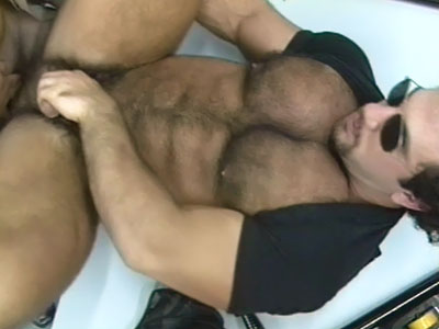 Beefy Mature Gay Gives Off Blowjobs
