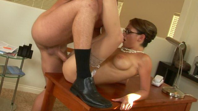 big-boobed-mature-secretary-in-pantyhose-holly-gets-slick-cooshie-screwed-hard-on-the-table_01-2