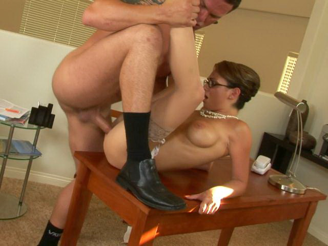 Big boobed mature secretary in pantyhose Holly gets slick cooshie screwed hard on the table