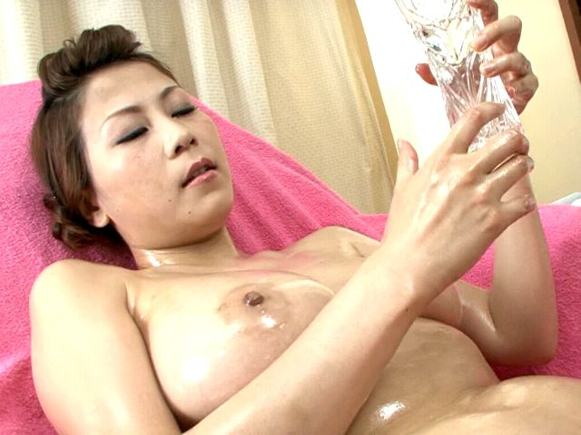 Big breasted Japan minx Yuki Aida oiling her hot body for you Erotic Japan XXX Porn Tube Video Image