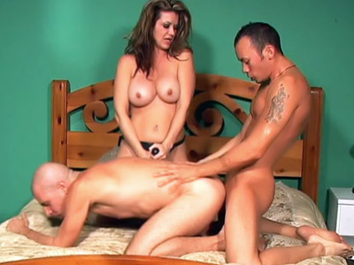 Bisexual Hunks Having a MMF Threesome