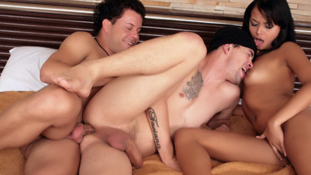 bisexual-hunks-having-anal-sex_01