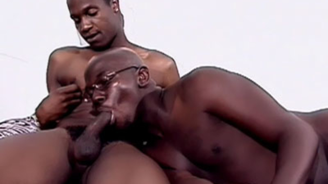 black-gay-dudes-mouthing-dicks_01