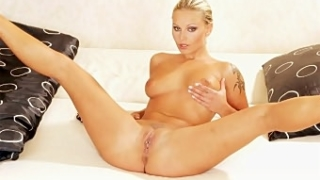 Blonde Toying Her Juicy Pleasure Hole