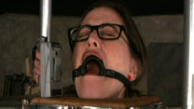 bondage-slut-elizabeth-is-in-ecstatic-pain_01
