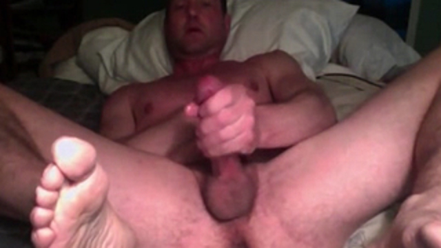 boyfriend-shows-his-big-cock-on-webcam_01