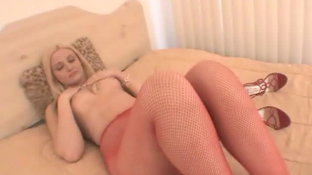 breathless-blonde-hoe-in-red-pantyhose-ariel-summer-showing-her-amazing-body_01