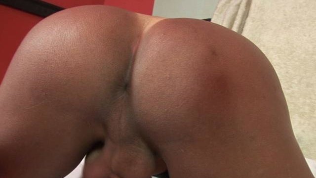 Bronzed-brunette-tranny-cinthia-wanking-her-giant-dick_01