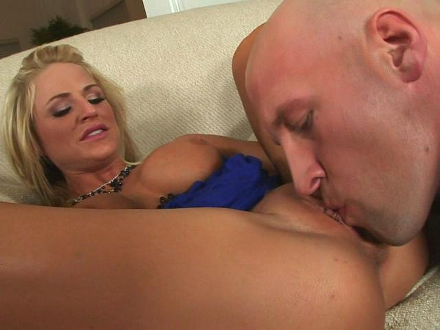 Brooke Belle plays with her boyfriend and sucks his prick