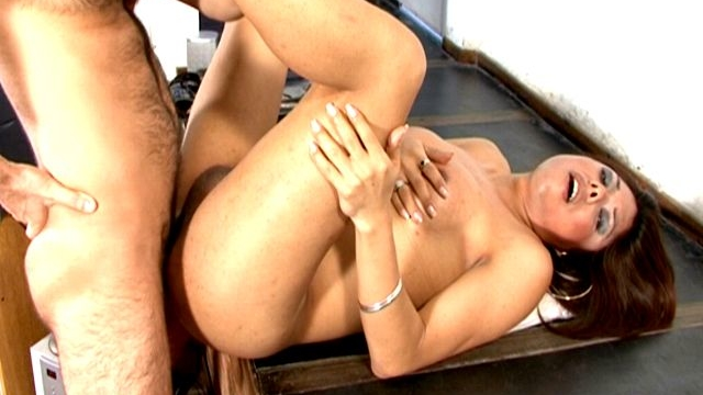busty-brunette-tranny-whore-selia-getting-arse-pounded-by-a-big-shaft_01