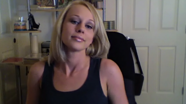 captivativating-blonde-ex-girlfriend-slut-li-ann-shaking-her-booty-on-camera_01