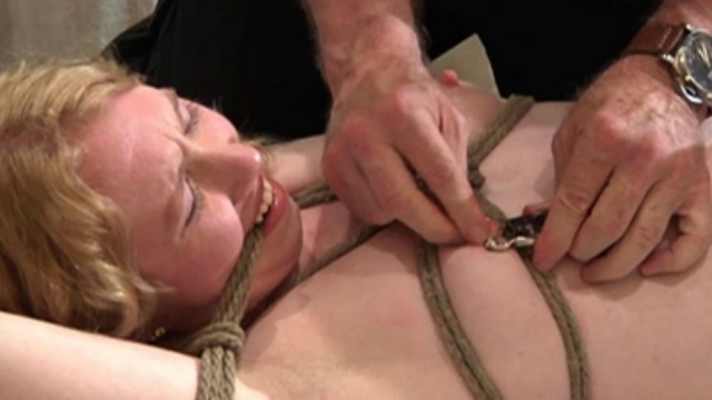 chick-loves-breast-bondage_01