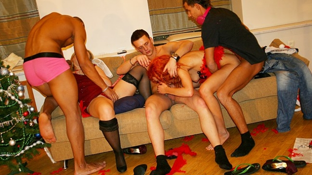 christmas-party-ended-with-an-orgy-cumshots_01