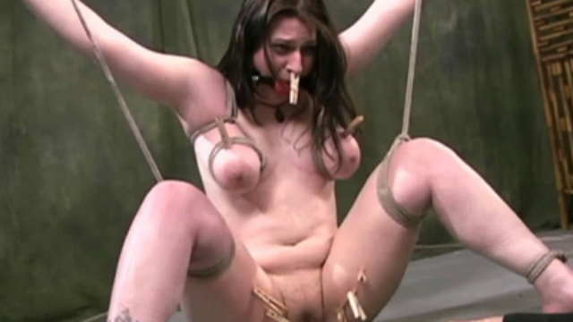 Chubby-girl-in-heavy-bondage_01