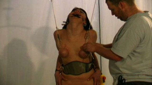 Clamping-the-clit_01