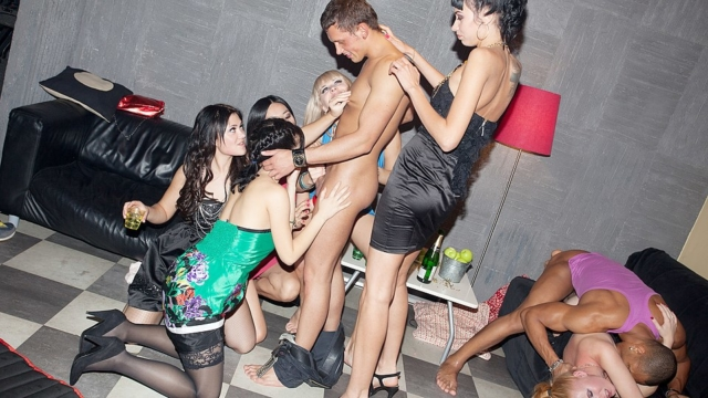 crazy-college-fuck-party-movie_01