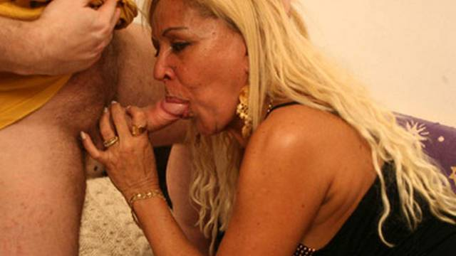 curvy-blonde-milf-gets-some-end-to-end-fucking_01