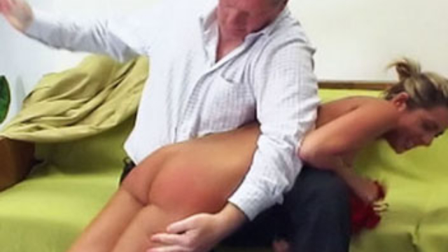 daria-is-naked-spanking_01