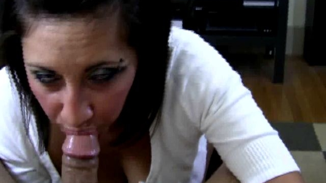 dark-haired-exgirlfriend-slut-renee-sucking-a-long-penis-on-the-knees_01-1