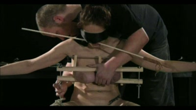 electric-stimulation-tit-torture_01