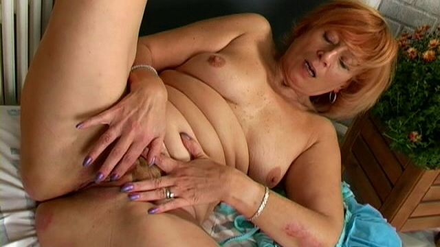 enticing-redhead-granny-lady-masturbating-her-hairy-beaver-hard_01