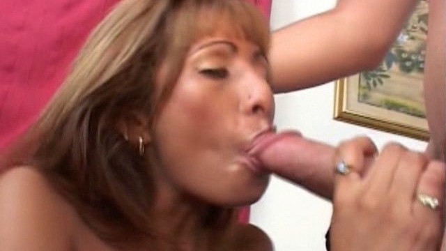 erotic-blonde-milf-estrella-spangled-sucking-a-giant-cock-head-with-lust_01