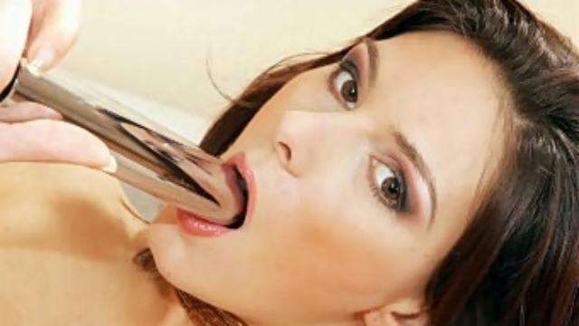 Euro-babe-swallowing-a-dildo_01