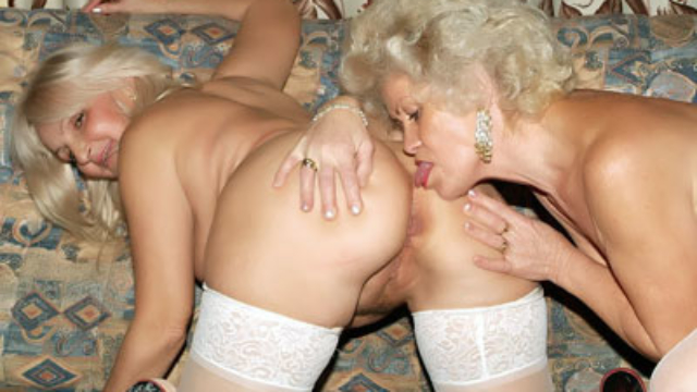 fat-elderlies-sharing-a-dildo_01