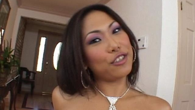 fine-looking-asian-cutie-veronica-lynn-gets-throat-drilled-by-a-massive-penis_01