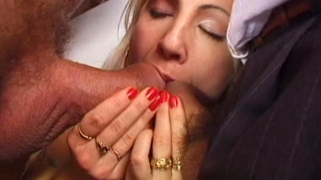 firm-bodied-amateur-chick-gets-mouth-drilled-by-two-giant-dicks_01