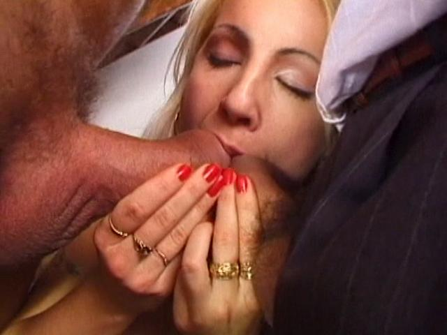 Firm bodied amateur chick gets mouth drilled by two giant dicks