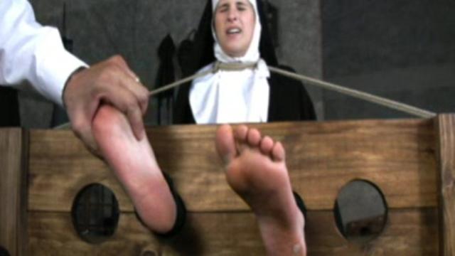 foot-torment_01