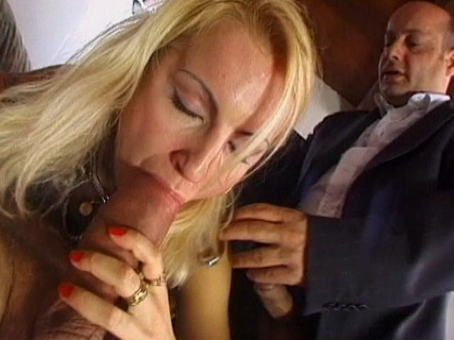 Gorgeous blonde amateur girl getting pumped by two immense schlongs