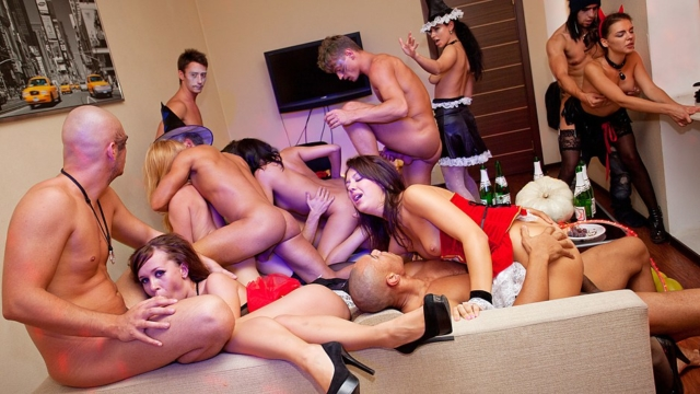 Halloween-theme-sex-party-in-full-swing_01