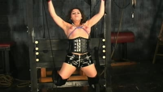 hannah-in-bondage-corset_01