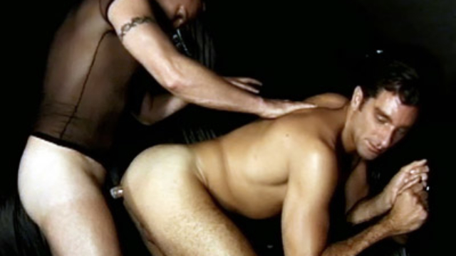 hard-muscled-gays-having-anal_01